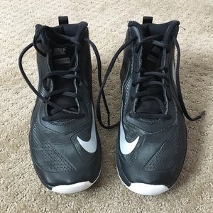 Nike Youth Basketball shoes - Team Hustle, size 7